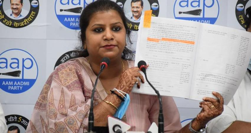 aap rakhi attacks bjp on delhi mcd proposal to give cleaning work private hands rkdsnt