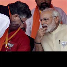 VIDEO: PM मोदी ने सुशील मोदी की ली चुटकी, पूछा- धमकी के बावजूद शादी बढ़िया से हुई ना ?