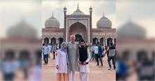 गवर्नर फिल मर्फी औरसैमुअल डी थॉम्पसन जामा मस्जिद, दिल्ली देखने पहुंचे
