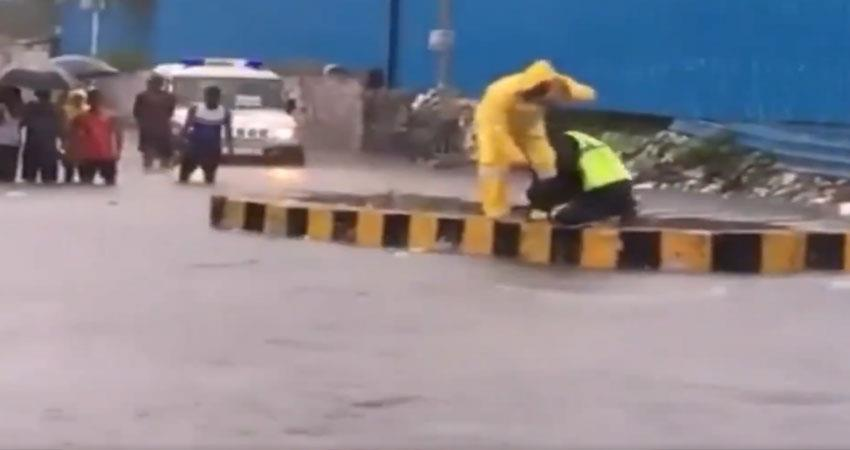 this policeman saves a life of dog during heavy rainfall