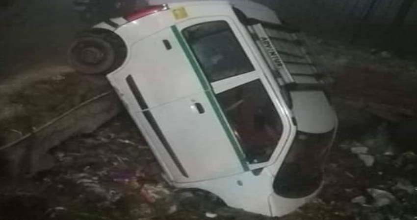 the car fell in the drain, the driver was trapped for hours, the police pulled out