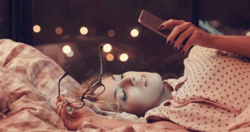 smartphone harming your skin health tips pragnt