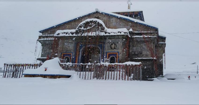 बदरीनाथ में तीन और केदार नाथ में दो फीट बर्फ गिरी - uttrakhand-wednesday- snowfall-badrinath-kedarnath