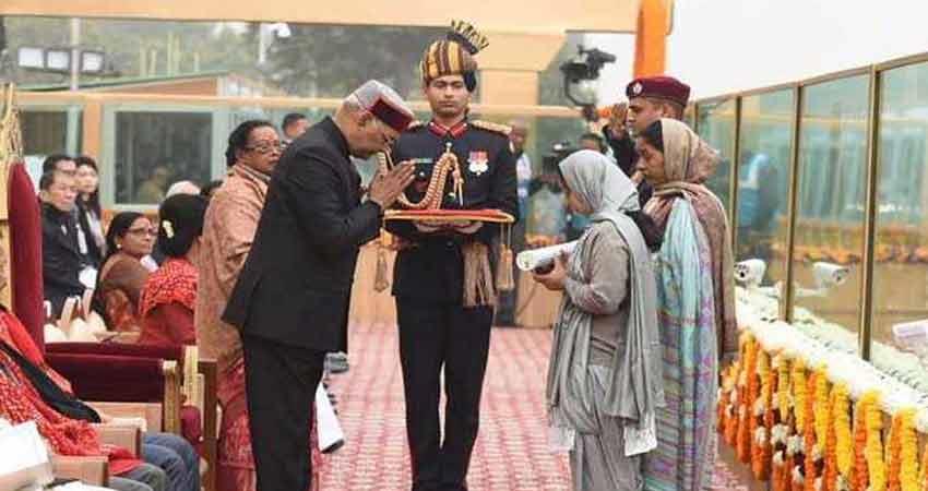 ramnath-kovind-cried-while-awarding-martyrs-family