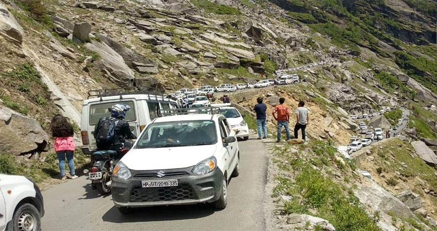 the-heatless-people-from-the-heat-rush-to-go-to-himachal-and-uttarakhand
