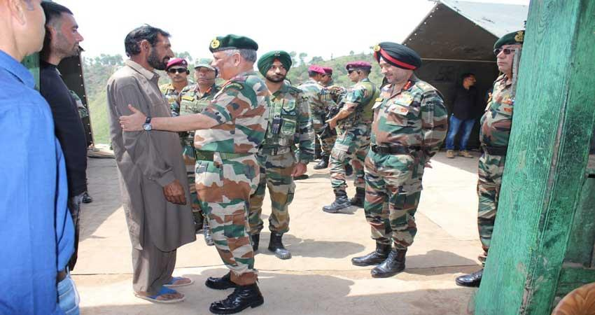 general-vipin-rawat-meet-rifleman-aurangzeb-family-in-kashmir