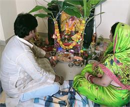 Ganesh Chaturthi 2021 : घर-घर विराजे गजानंदी, घरों और मंदिरों में गणेश पूजन