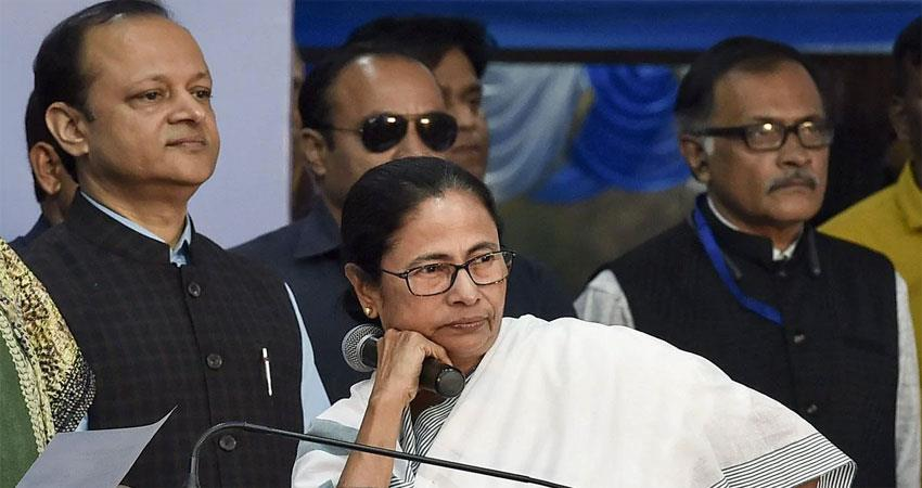 annoyed with modis platform mamta showed her attitude refused to give speech albsnt