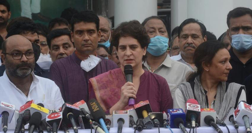 priyanka-gandhi-reached-lucknow-to-take-stock-of-congress-election-preparations-in-up-rkdsnt