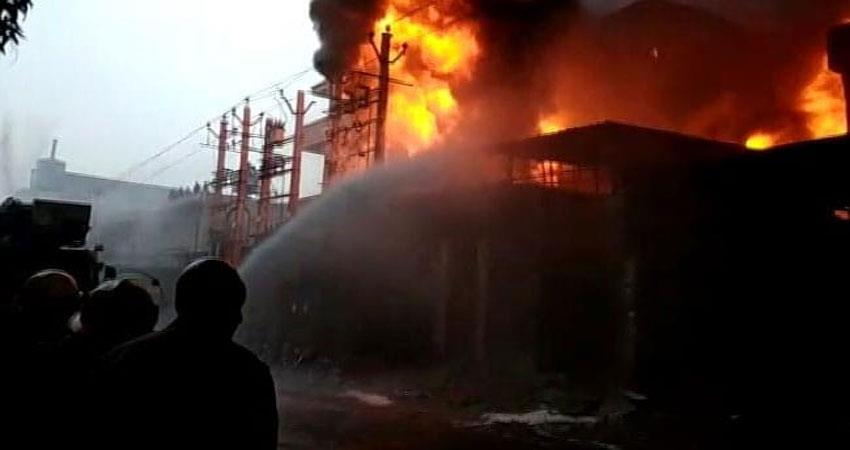 fire-breaks-out-due-to-short-circuit-in-a-factory-in-dada-nagar-area-in-kanpur