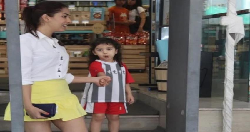 meera-rajput-caught-in-camera-misbehaving-with-photographer-fans-upset