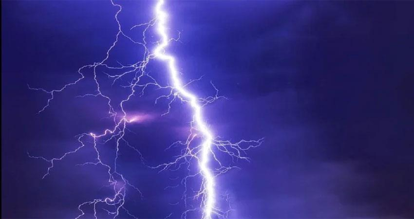 when-the-sky-is-thundering-and-lightning-falls-then-you-protect-yourself-like-this-albsnt