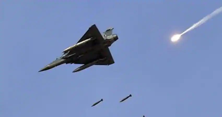 pakistani-fighter-aircraft-seen-on-jammu-kashmir-loc-indian-air-force-on-alert-modi-govt-now-active