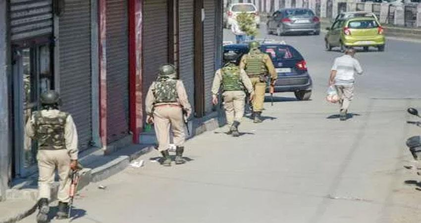 jammu-and-kashmir-all-restrictions-imposed-for-prayers-are-removed-yet-life-is-affected