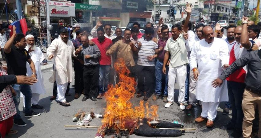 Uttarakhand Congressmen burnt effigy of CM Rawat over rising dengue case in the capital