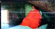 केदारनाथ में PM मोदी की फोटो देख पूछ रहे लोग,'बिन कैमरा नहीं रह सकते'