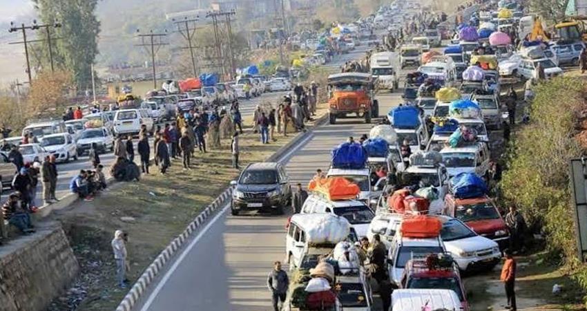 strike in Srinagar against partial ban on civil traffic on Jammu-Srinagar Highway