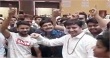 PM मोदी के बर्थडे पर 'खलनायक' गाने पर थिरके #BJP विधायक, वीडियो वायरल