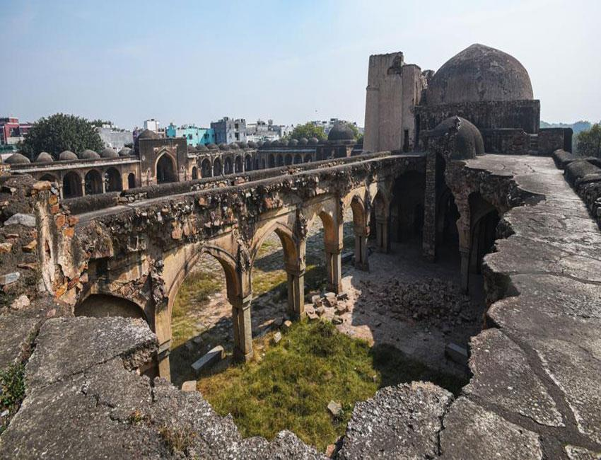 begumpur-mosque-not-dropped-by-rain-this-year-asi