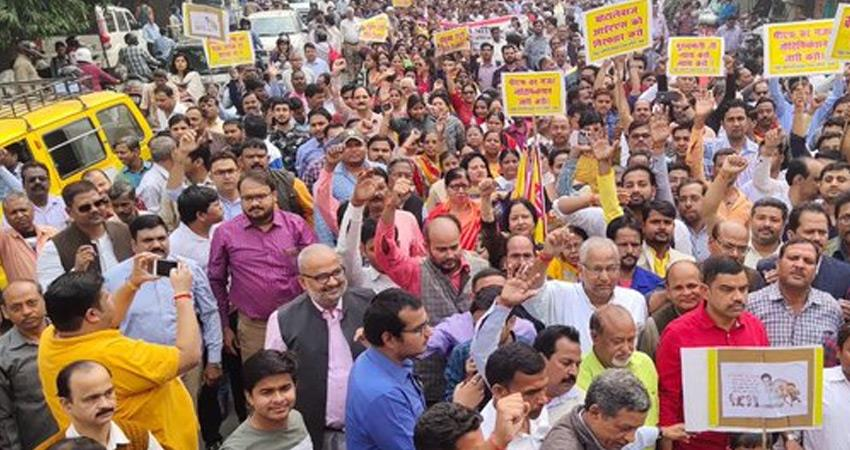 pf scam 45000 electricity employees from uttar pradesh go on strike against