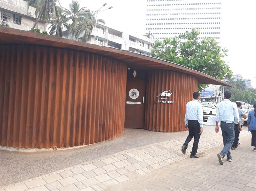 most-expensive-public-restroom-has-been-built-on-the-marine-drive-city-of-mumbai