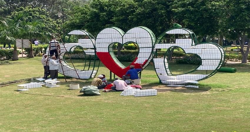 now-photos-can-be-taken-with-the-heart-of-delhi