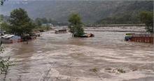 कुल्लू में अचानक आई बाढ़ से नाले में फंसे दो लोगों को सुरक्षित निकाला गया