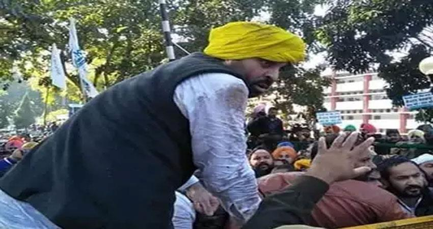 case filed against mp bhagwant mann and others for attacking police during demonstrations