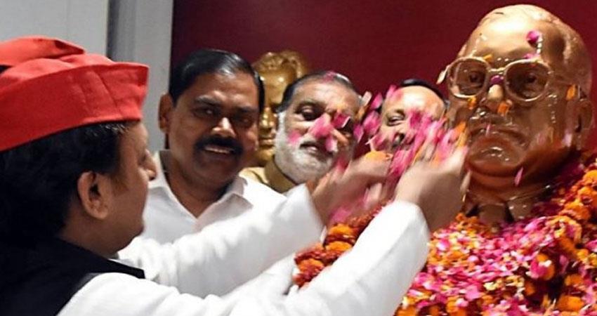 akhilesh-yadav-unveils-baba-saheb-statue-at-sp-office-in-lucknow-on-ambedkar-jayanti