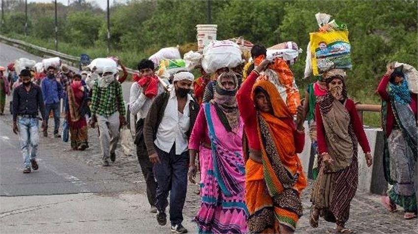प्रवासी मजदूर : NHRC ने यूपी, बिहार, गुजरात के साथ रेलवे बोर्ड से भी मांगा  जवाब - migrant laborers nhrc seeks response from up bihar gujarat as well  as railway board rkdsnt