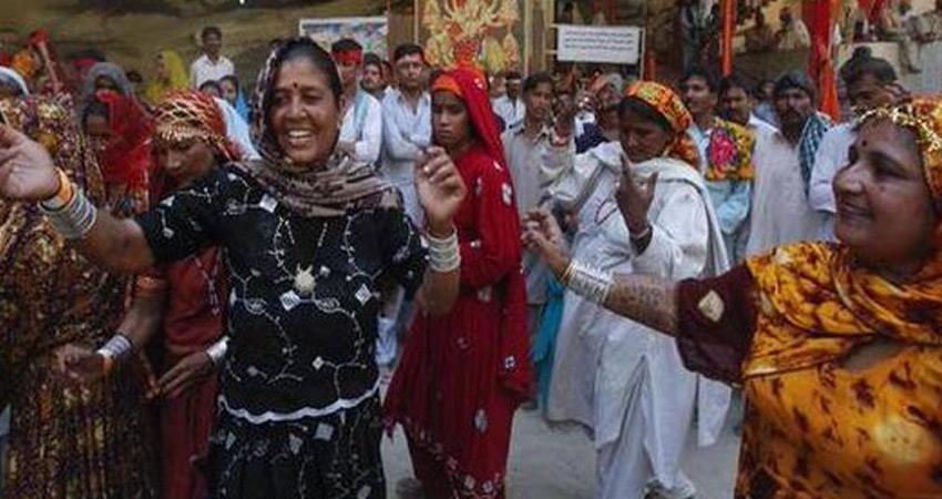 gujarat-government-has-given-indian-citizenship-to-90-hindus-form-pakistan