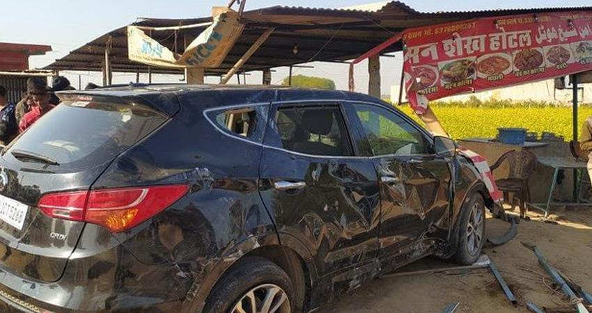 former cricketer mohammad azharuddin car overturned one injured rkdsnt