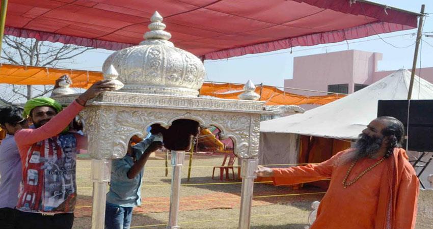 citizens-should-have-divine-vision-of-saintly-men-during-peshwai-narendra-giri-albsnt