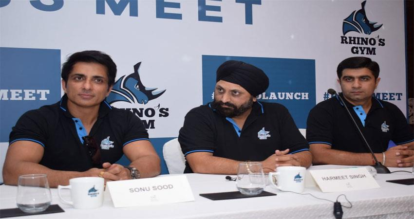 sonu-sood-inaugurates-pan-india-fitness-franchise-rhinos-gym-in-delhi