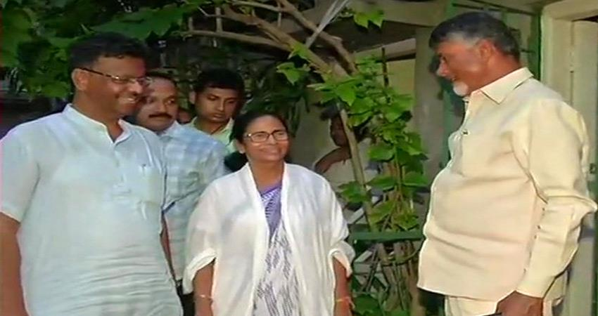 chandrababu-meet-mamata-banerjee-discusses-government-formation-in-case-of-hung-lok-sabha