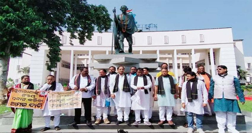 bjp-mlas-protest-in-odisha-boycott-assembly