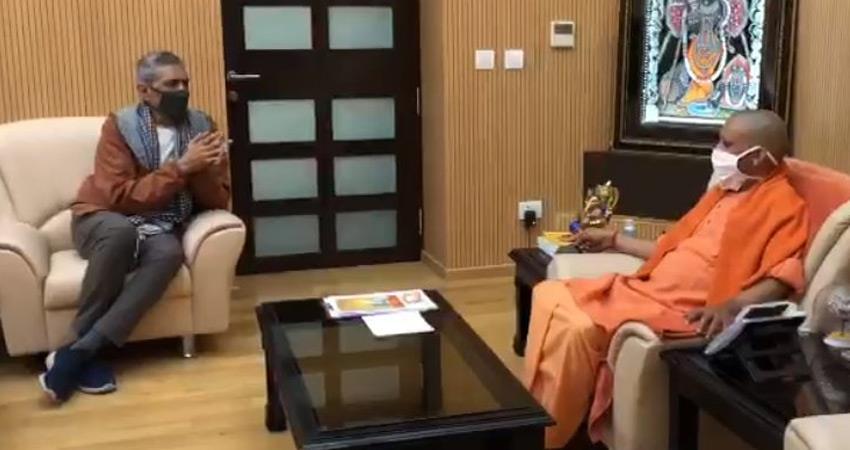 Filmmaker Prakash Jha meets BJP UP CM Yogi amidst discussion of Film City rkdsnt