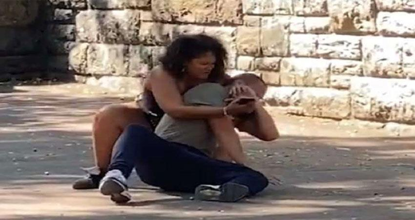 viral-video-mobile-did-not-unlock-even-after-bibi-request-so-she-got-involved-with-her-husband