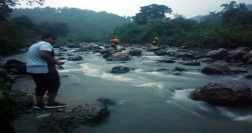 two students went for a picnic in the river search operation continued