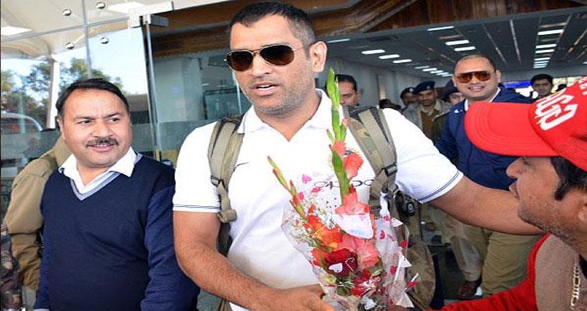 ms-dhoni-luggage-swap-incident-at-kolkata-airport-airline-denies-any-lapses-regarding