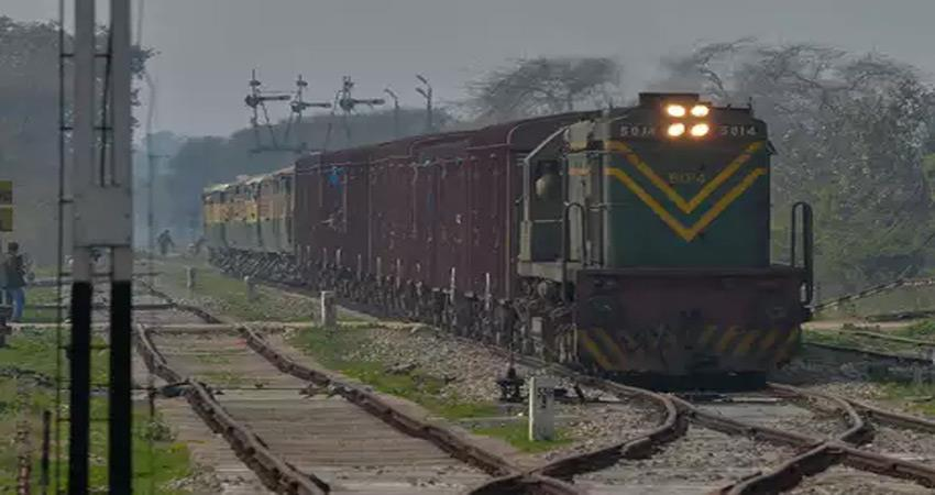 indian-railways-also-stopped-the-operation-of-samjhauta-express