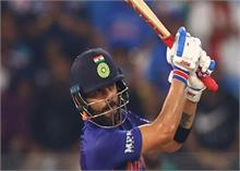 टी20 विश्व कप : कोहली के अर्धशतक के बावजूद भारत ने पाकिस्तान को दिया आसान लक्ष्य