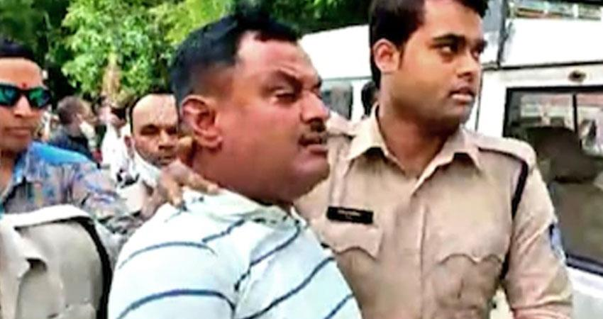 Mahakaal temple guard caught Vikas Dubey UP Haryana police bare hand rkdsnt