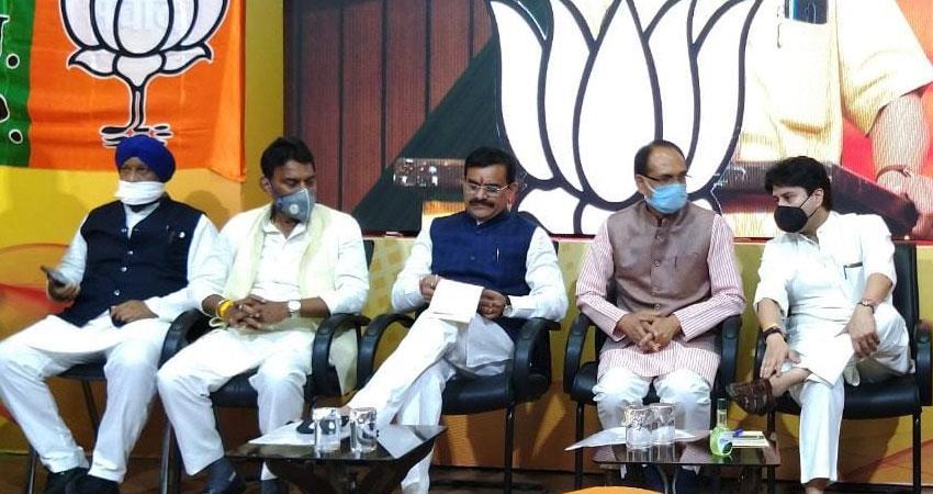 madhya pradesh shivraj cabinet expanded 12 former mlas pro scindia got reward rkdsnt