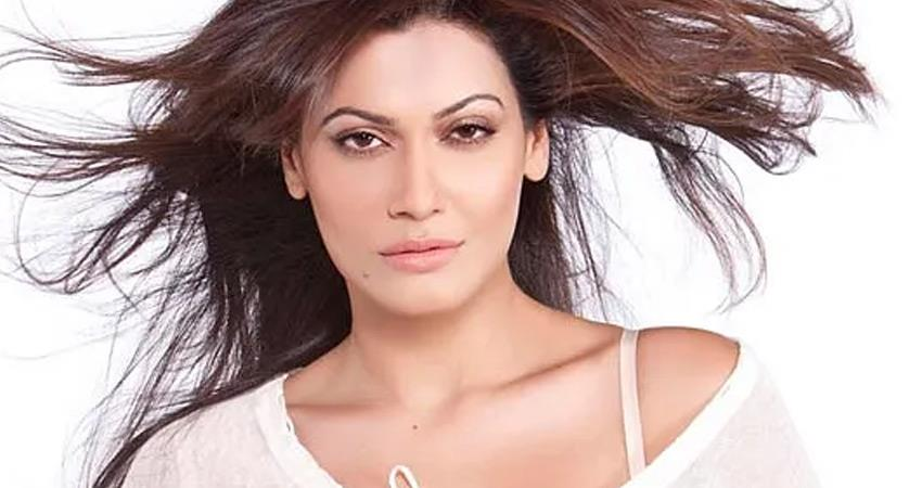 instructions-to-investigate-complaint-against-actress-payal-rohatgi-tweet-rkdsnt