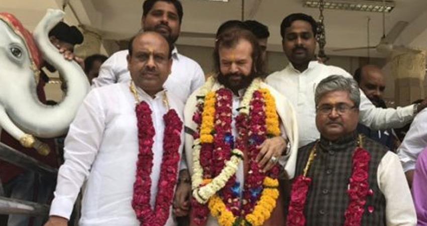 hans-raj-hans-delhi-bjp-candidate-defends-narendra-modi-attacks-aap-congress