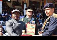 जम्मू में सुरक्षा के बीच मनाया गणतंत्र दिवस,  कश्मीर में मोबाइल सेवाएं निलंबित