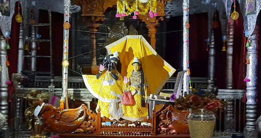due to covid 19 delhi temples arranged for online viewing janamashtami 2020 pragnt