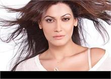 धमकी देने के आरोप में अभिनेत्री पायल रोहतगी अहमदाबाद में गिरफ्तार