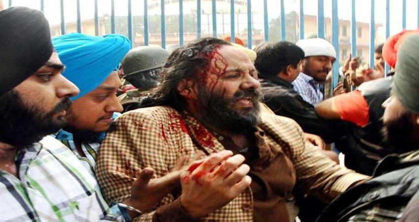 violent clash in gurdwara committee, manjeet gk acquitted in swords case